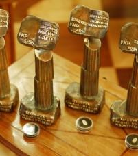 Statuetki dla laureatów, które projektuje rzeźbiarz, Ryszard Kozłowski
