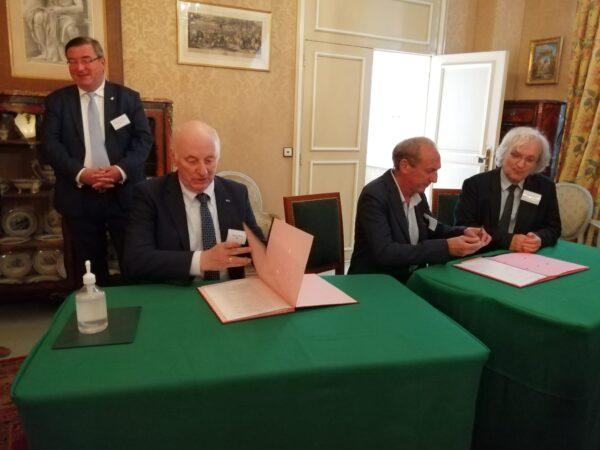 Podpisywanie dokumentów_3_fot. Academie des sciences